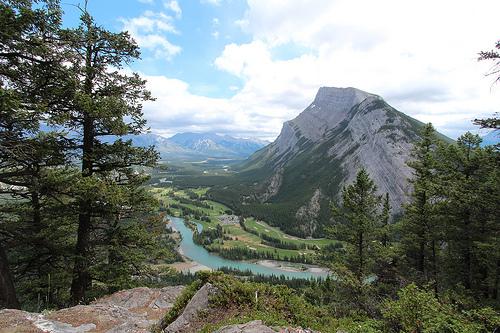 Montagne et rivière au Canada
